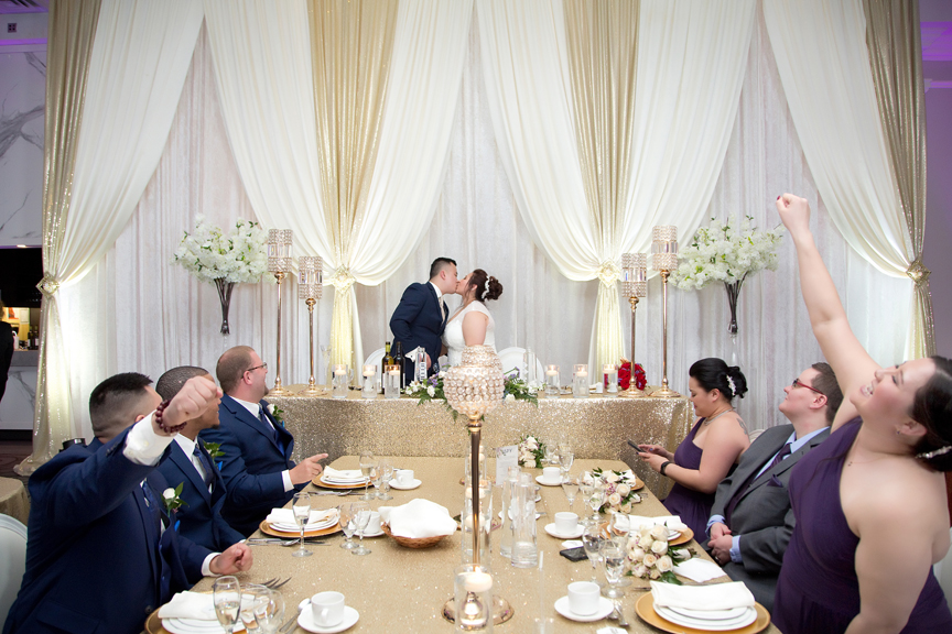 kissing game wedding reception at Mississauga Convention Centre