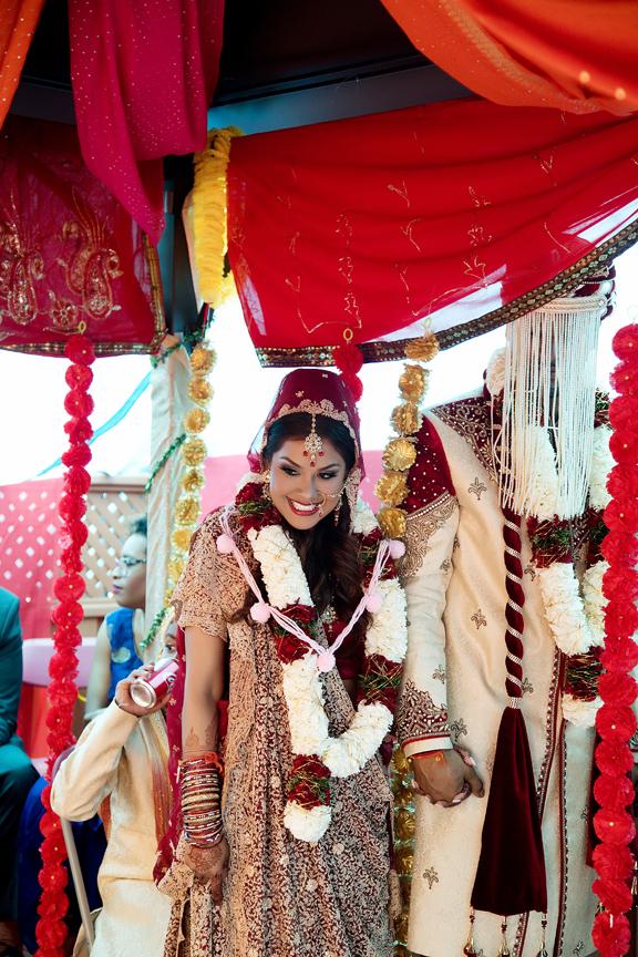 bride and groom Hindu ceremony backyard wedding