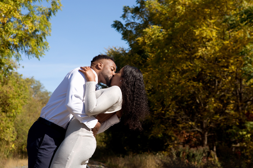 Couple portrait kiss in Unionville