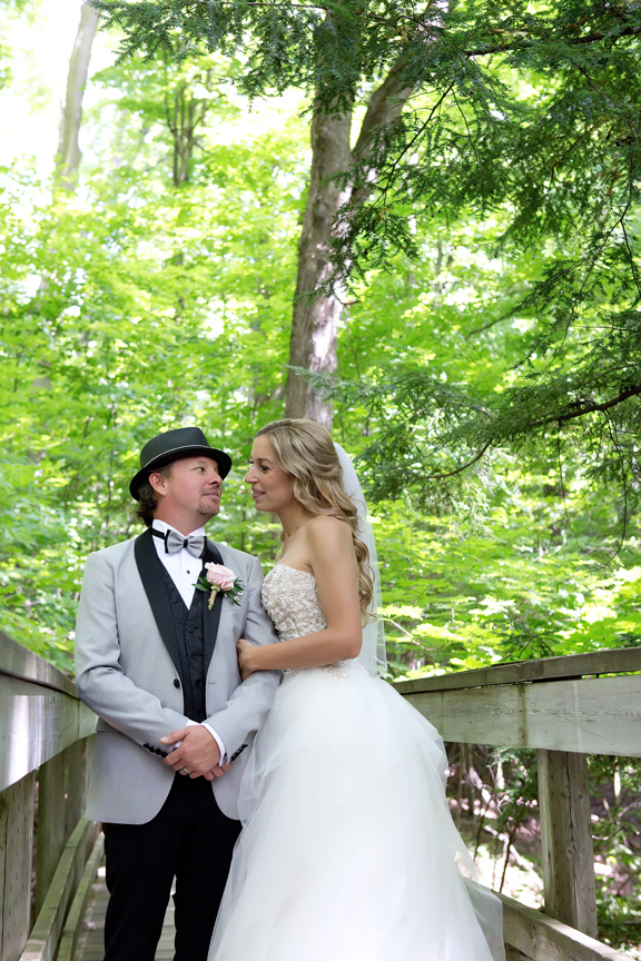 bride and groom at Kortright Centre for Conservation