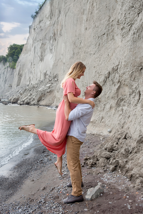 beach engagement shoot at Scarborough Bluffs