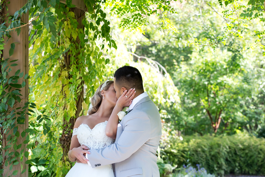 wedding couple kissing at James Gardens
