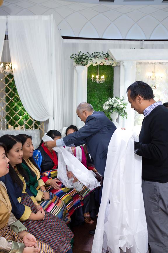 gift ceremony at Buddhist Wedding