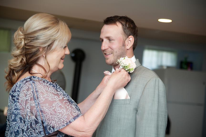 groom prep with mom