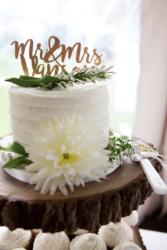 Backyard Wedding wedding reception wedding cake