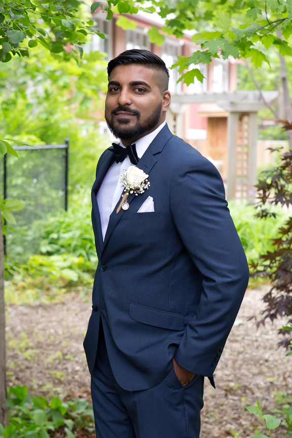 groom portrait at St Stephens Anglican Church