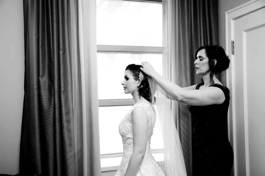 bride prep with mom