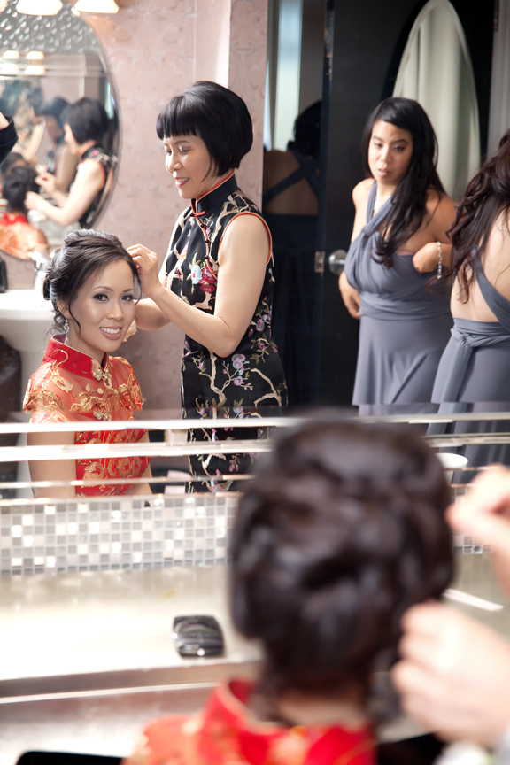 bride prep Chinese tea ceremony at Crystal Fountain