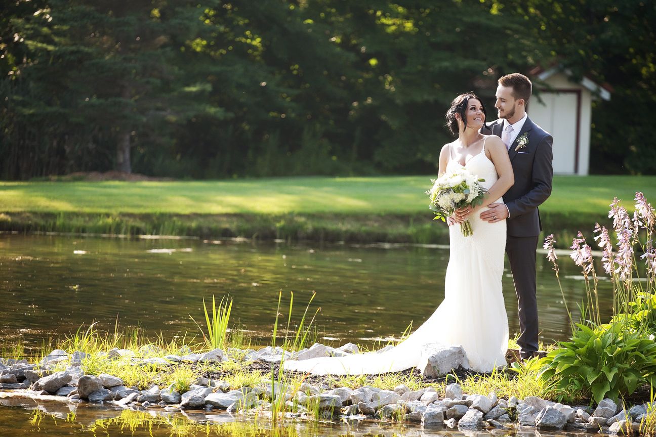 wedding couple at Trillium Trails