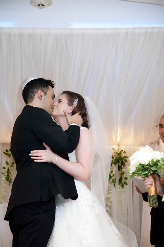 first kiss Jewish wedding ceremony at Eglinton Grand