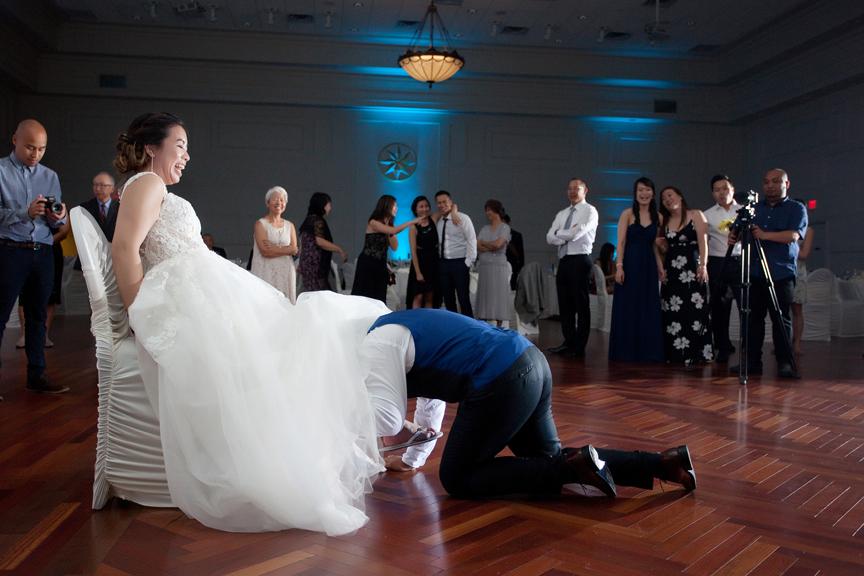 garter toss Chinese wedding reception at Ascott Parc