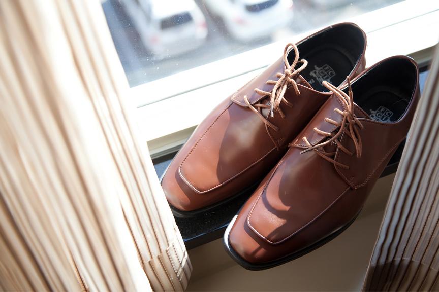 groom prep wedding shoes