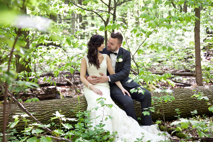 bride and groom wedding portrait at Rattlesnake Point