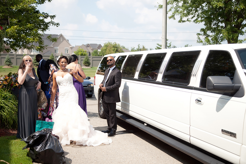 bride arrives in limo