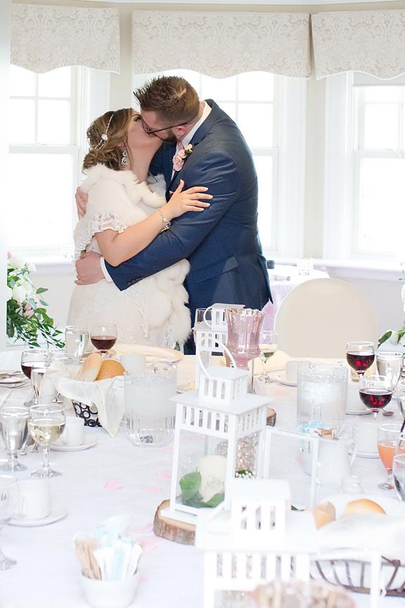 wedding reception kissing games