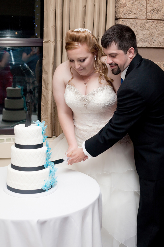 wedding cake cutting reception