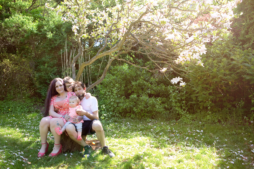 family photography session during COVID-19 at Alexander Muir Memorial Gardens