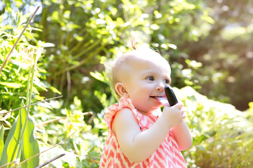kid friendly portraits during COVID-19 at Alexander Muir Memorial Gardens