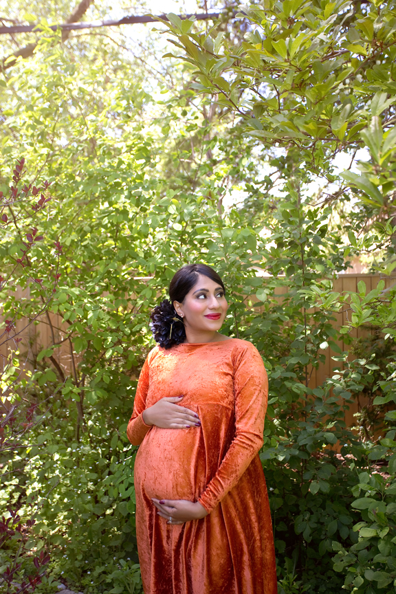Backyard Maternity Photos during COVID-19