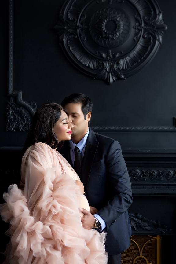 pregnancy portrait at Mint Studios