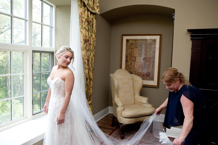 bride veil Morning prep at Old Mill Toronto